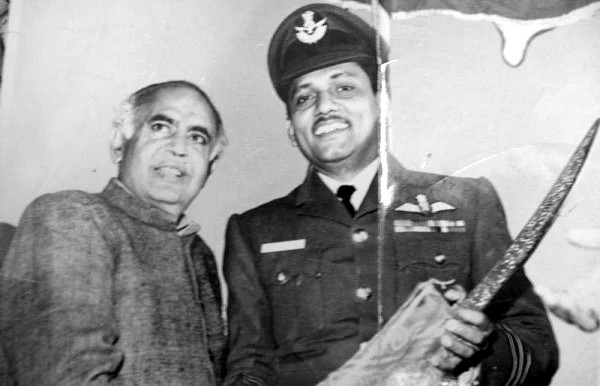 Chief Minister Barkatulluah Khan with Uttarlai Base Commander, Wing Commander V. K. Murty.