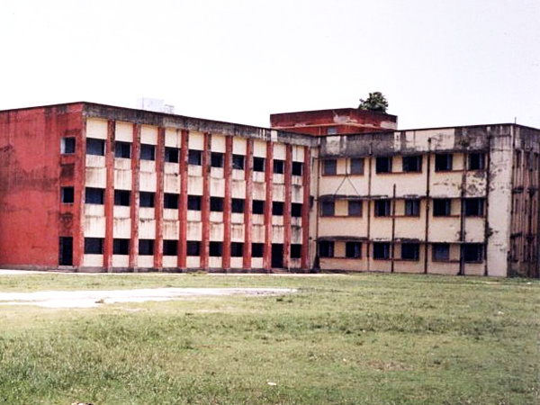 Piyali Kanabar attended the Jodhpur Park Girls High School, at Kolkata, West Bengal.
