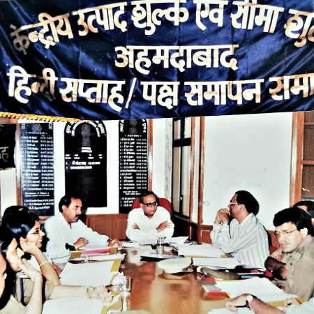 Subhash Mathur chairing a planning meeting in September 1990 at the Central Board of Excise and Customs, Ahmedabad for an upcoming meet of the Joint Parliamentary Committee of both Houses of Parliament on Raj Bhasha.